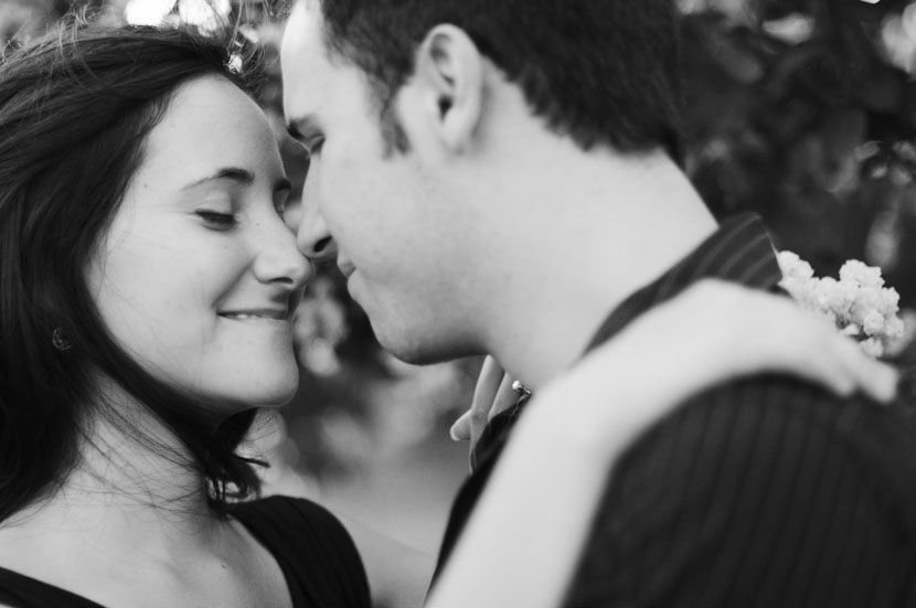 Austin engagement pictures end with a nose kiss