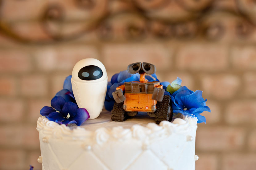 wall-e and eve wedding cake toppers