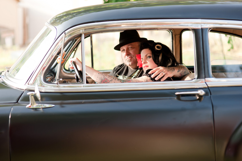 couple in classic car engagement photographs