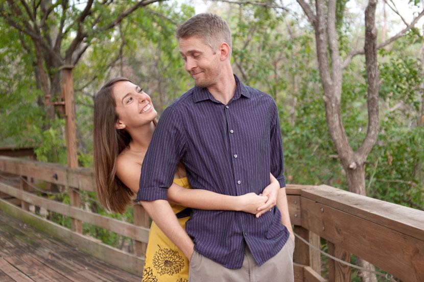 austin wedding photographer backyard hug
