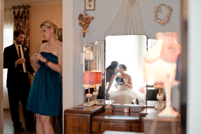 bride getting makeup done at butlers courtyard houston