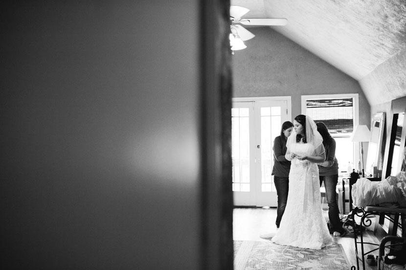 bride getting ready at cedar bend events