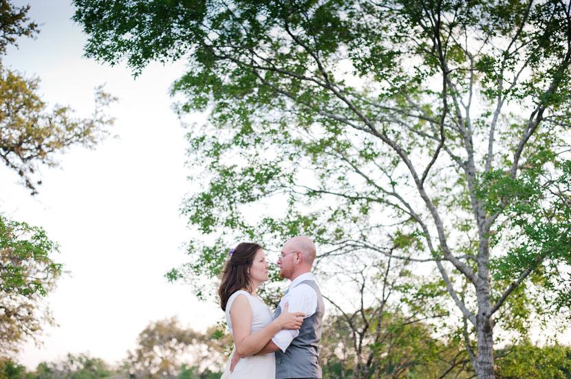 bride groom just married kiss