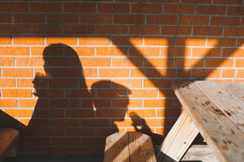 Artistic shadows in engagement photos // Elissa R Photography