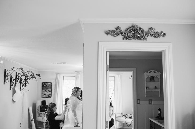Interesting wedding getting-ready photos // Elissa R Photography