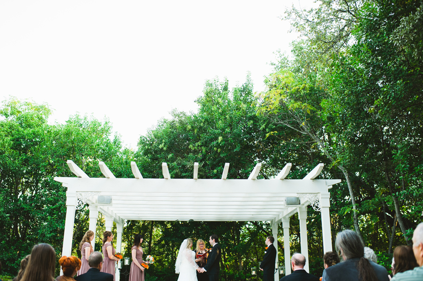 Getting married under an arbor // Elissa R Photography