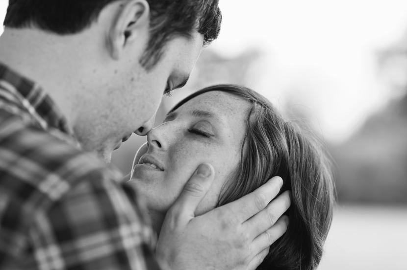 Intimate wedding kiss // Elissa R Photography