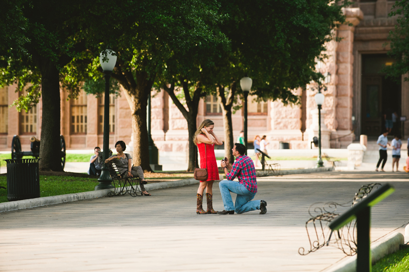 man proposing to girlfriend in front of the texas capitol