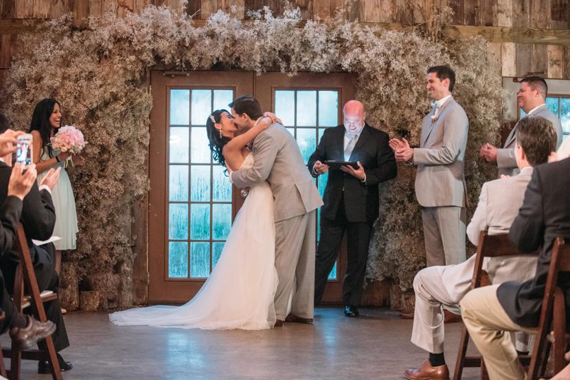 pinterest wedding first kiss