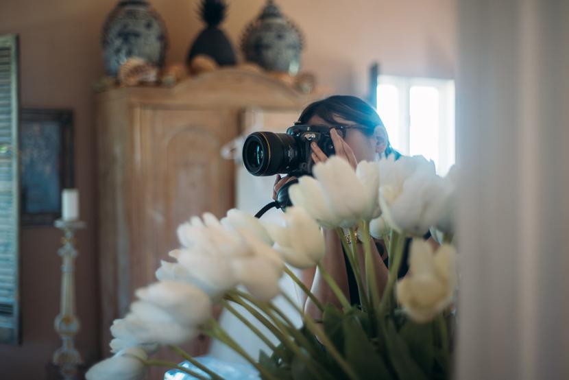 creeping behind flowers austin wedding photographer