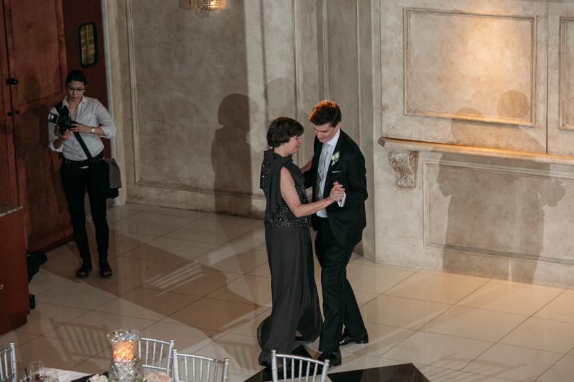 i change lenses austin wedding photographer