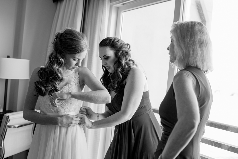 beautiful natural lighting on brides getting ready
